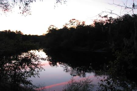 Sunset Cottage on Suwannee River - Branford - House