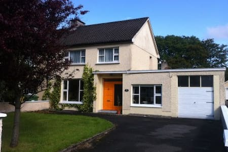 Beautiful charming 3 bed Town House - Ballina - Huis