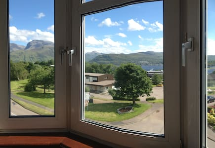 Incredible view of Ben Nevis spacious by food shop