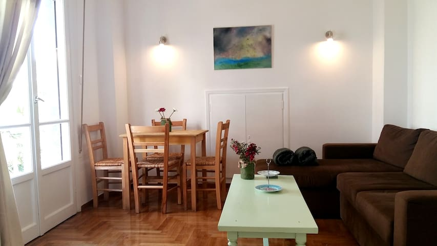 Lovely apartment next to metro,close to Acropolis!