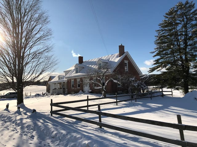 Peaceful, Country Farmhouse, close to Montpelier