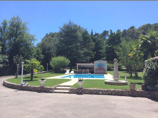 Independent apartment in villa - Roquefort-les-Pins - อพาร์ทเมนท์