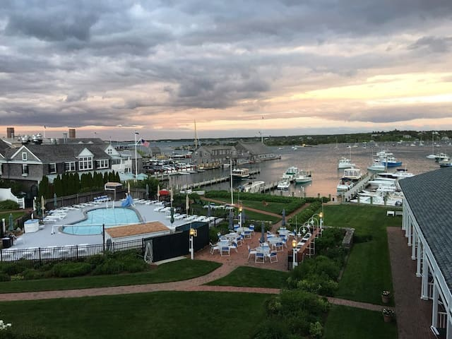 OCEANFRONT BALCONY EDGARTOWN HARBOR!! - Edgartown - Outros