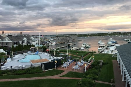 OCEANFRONT BALCONY EDGARTOWN HARBOR!! - Edgartown - Otros