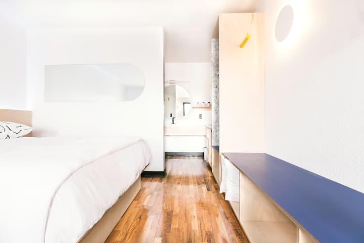 The Primrose Room at the Iris Motel