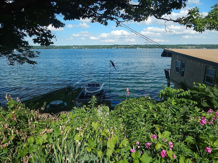 Lakefront room in the finger lakes houses for rent in for Finger lakes fishing report
