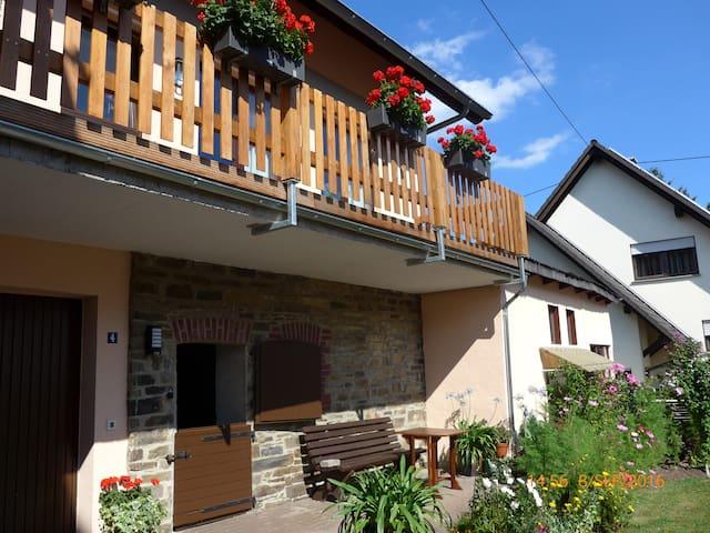 LandhausAppartement zum Wohlfühlen bei Selbstverso - Schalkenbach - Wohnung