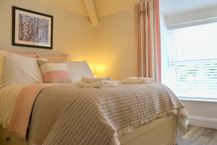 Luxury, Porthmadog, dog friendly apartment.