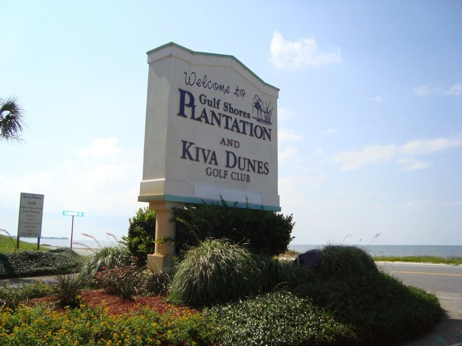 Plantation entrance with view of Mobile Bay with boat launch