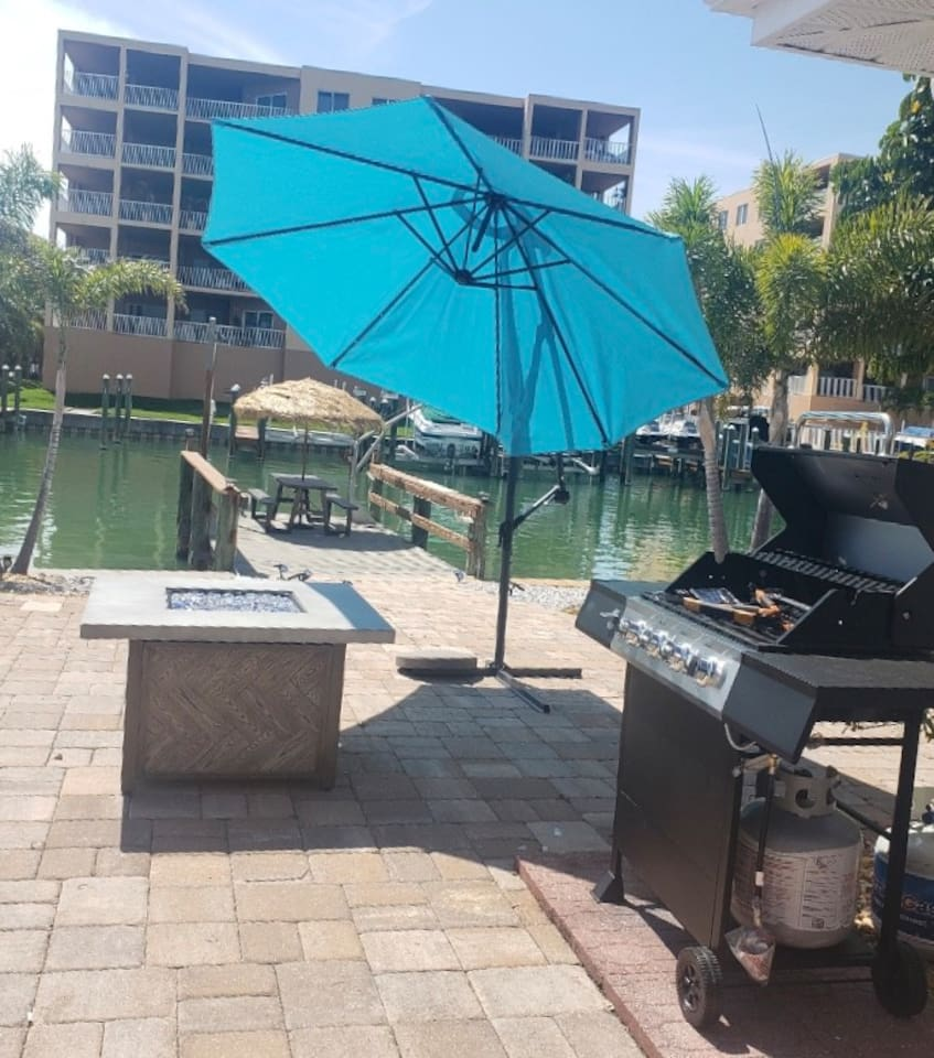 PARADISE BACK YARD VIEW. Fire Pit & BBQ Grill