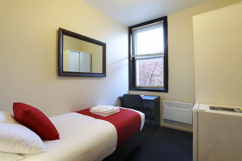 Macquarie house single room 10 serviced apartments for for Best private dining rooms hobart
