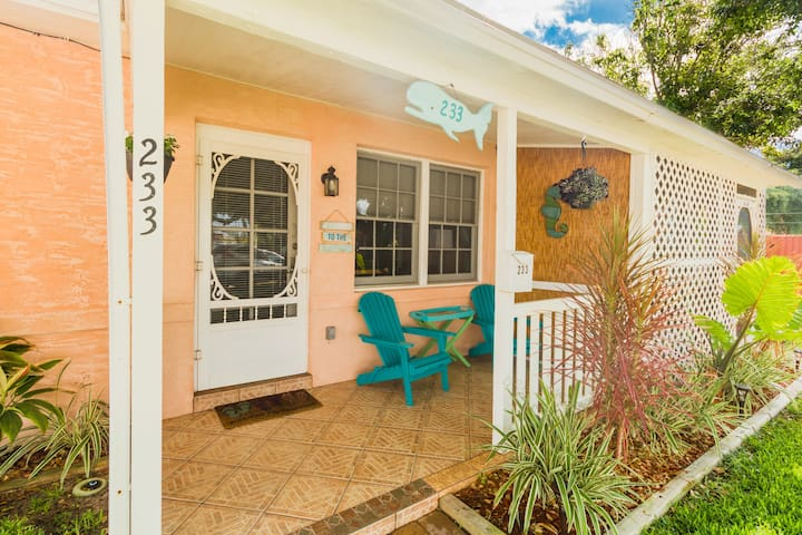 Cocoa Beach Stay Cottage 233 - Walk to the beach!