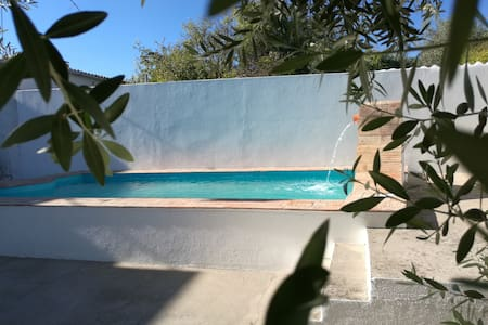House with swimming pool, charm, quiet and space
