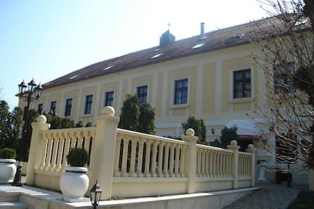 Dvorac Hotel Gjalski - Zabok - Bed & Breakfast