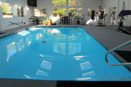 Relaxing home with indoor pool - Casa
