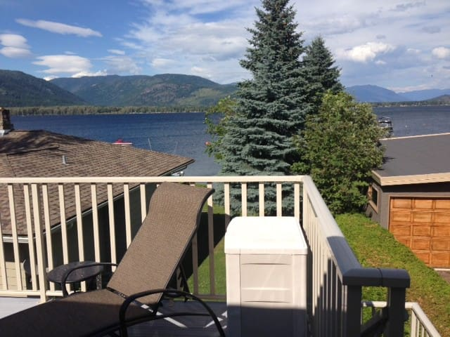 SHUSWAP LAKE WATERFRONT - Sorrento - Hus