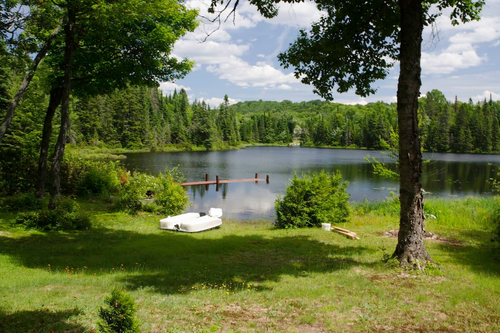 View on our beautiful Lac Canard - Excellent for Swimming - vue sur notre magnifique Lac Canard depuis le jardin - parfait pour baignades rafraîchissant!