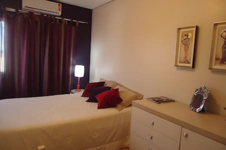 Private bedroom 800m from the beach - Florianopolis - Hus