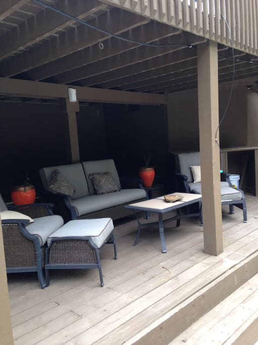 Lower shaded deck