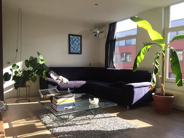 Private room in cosy apartment - Jordaan area!
