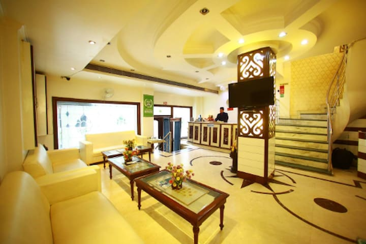 Premier BNB hotel stay 5min walk from k.Bagh metro