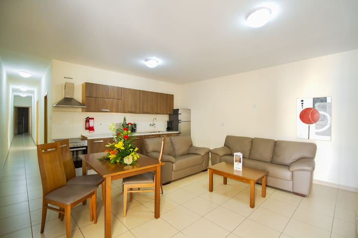 Three Bedroom Apartment - Balcony - Great Location - Il-Gżira - Pis