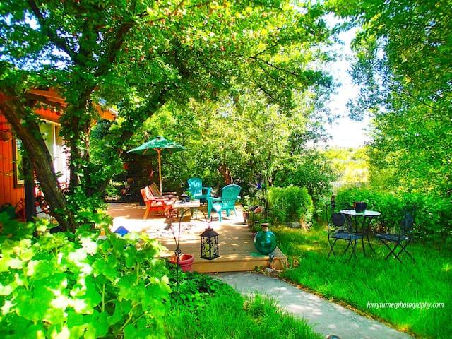 Tranquil Creek Hideaway - Fort Bidwell - Huis