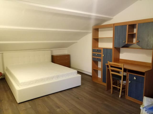 Room 4: Large room upstairs, with a new king-size bed and a single bed. Beautiful view, from the bed you see the sea.  Extra: Designer bed clothing!!