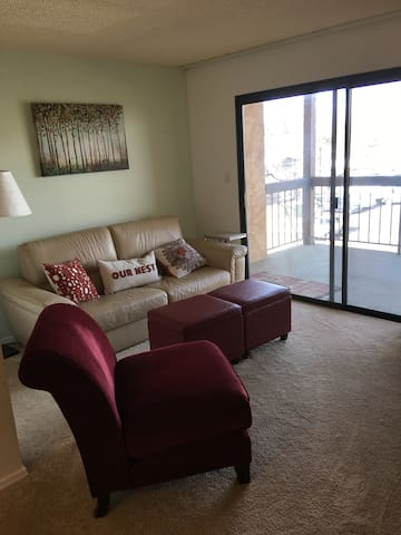 Virginia Lake Condo 2BR -Seasonal Pool