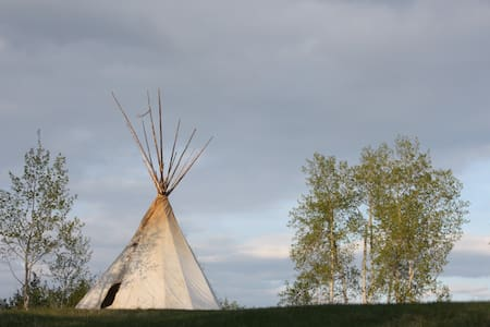 SingingLands Wilderness RetreatTipi - Savona - Tjald