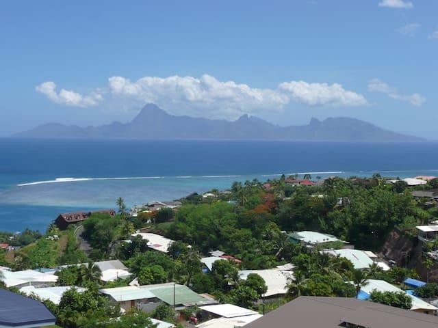 Chambre à Tahiti vue sur Moorea. - Punaauia - Byt