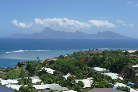 Chambre à Tahiti vue sur Moorea. - Punaauia