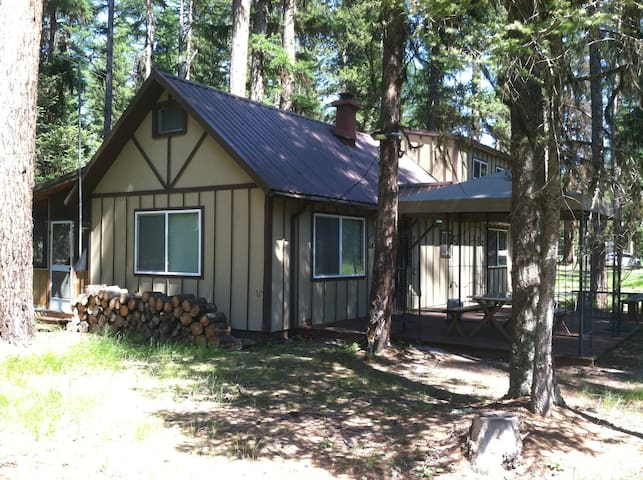 Rustic Cabin Near Lake and River - Seeley Lake - Cabin