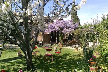 Top 20 monteau accommodation holiday rentals holiday for Bus salon miramas