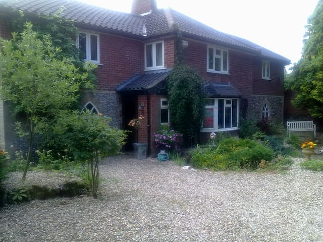 Comfortable family home - Coltishall - Bed & Breakfast