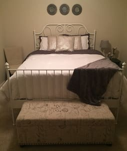Fully furnished private Bed/Bath - Greenville - Pis