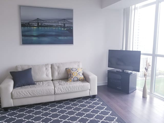 1BR Condo 1min by Square One