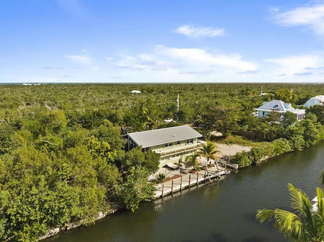 Waterfront Cottage with Premium Boating Amenities