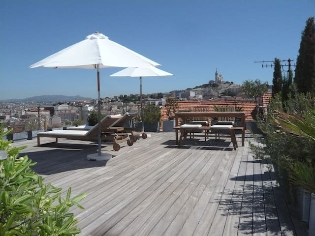Rooftop terrace, 360° view of Marseille