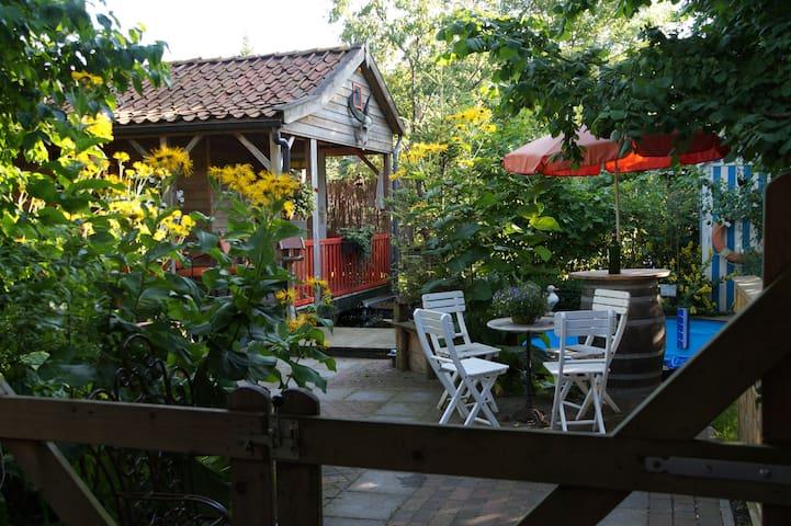Gardenhouse with outdoor kitchen