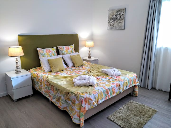 Quarto Deluxe Caloura,Beautiful, SPA Place Cottage