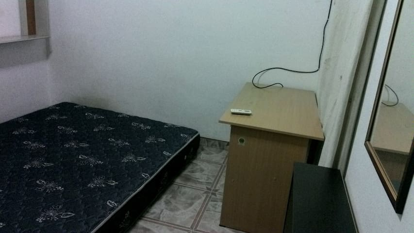 Sewa kamar (AC) & Ruang TV bersama