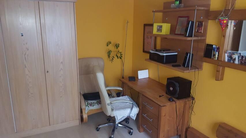 Günstige 1 Zimmerraum in sehr ruhiger Lage