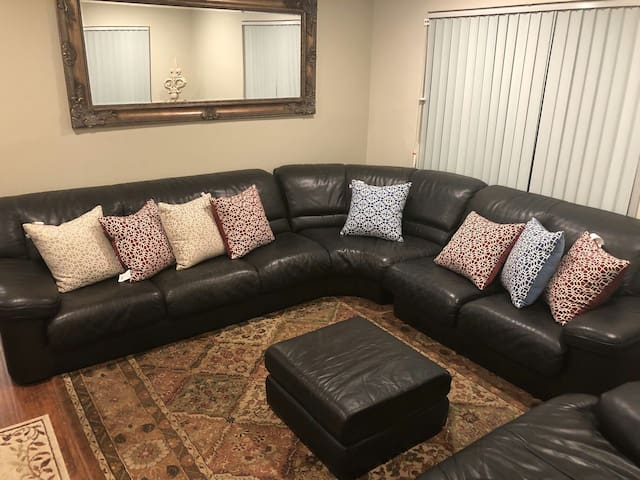 Room for 2 Private Entry Near Old Town Pasadena