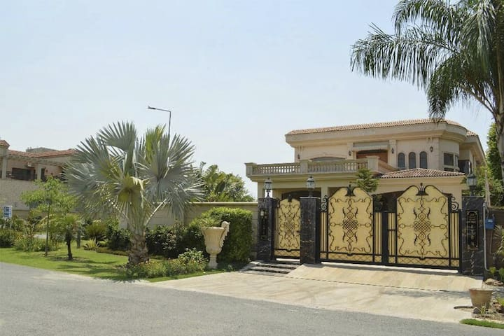 3 bedrooms apartments in Lahore