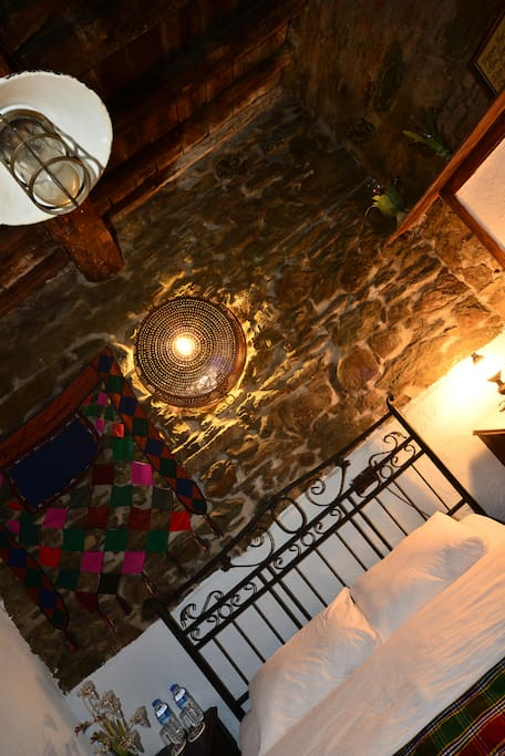 Miracle bed and breakfasts for rent in irince izmir for Miracle magic bathroom