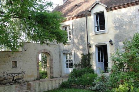 Chambre d'hôtes 3 en un beau jardin - Saint-Fulgent-des-Ormes - Bed & Breakfast