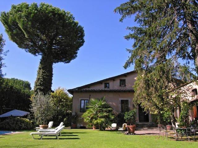 SUITE BALDACCHINO Gusto e Raffinatezza a Lucca
