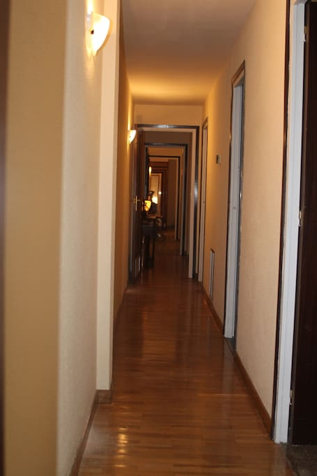 El pasillo - The hallway