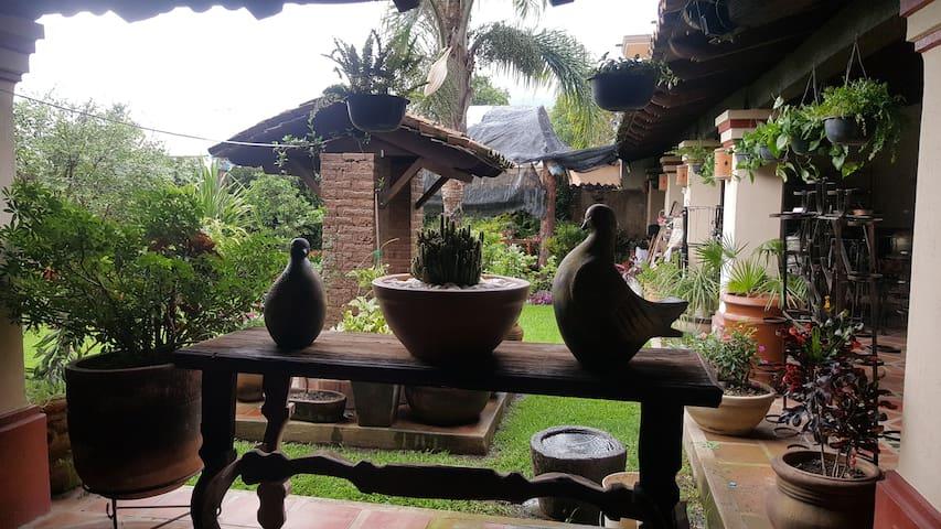 Habitacion en Casa Jardin